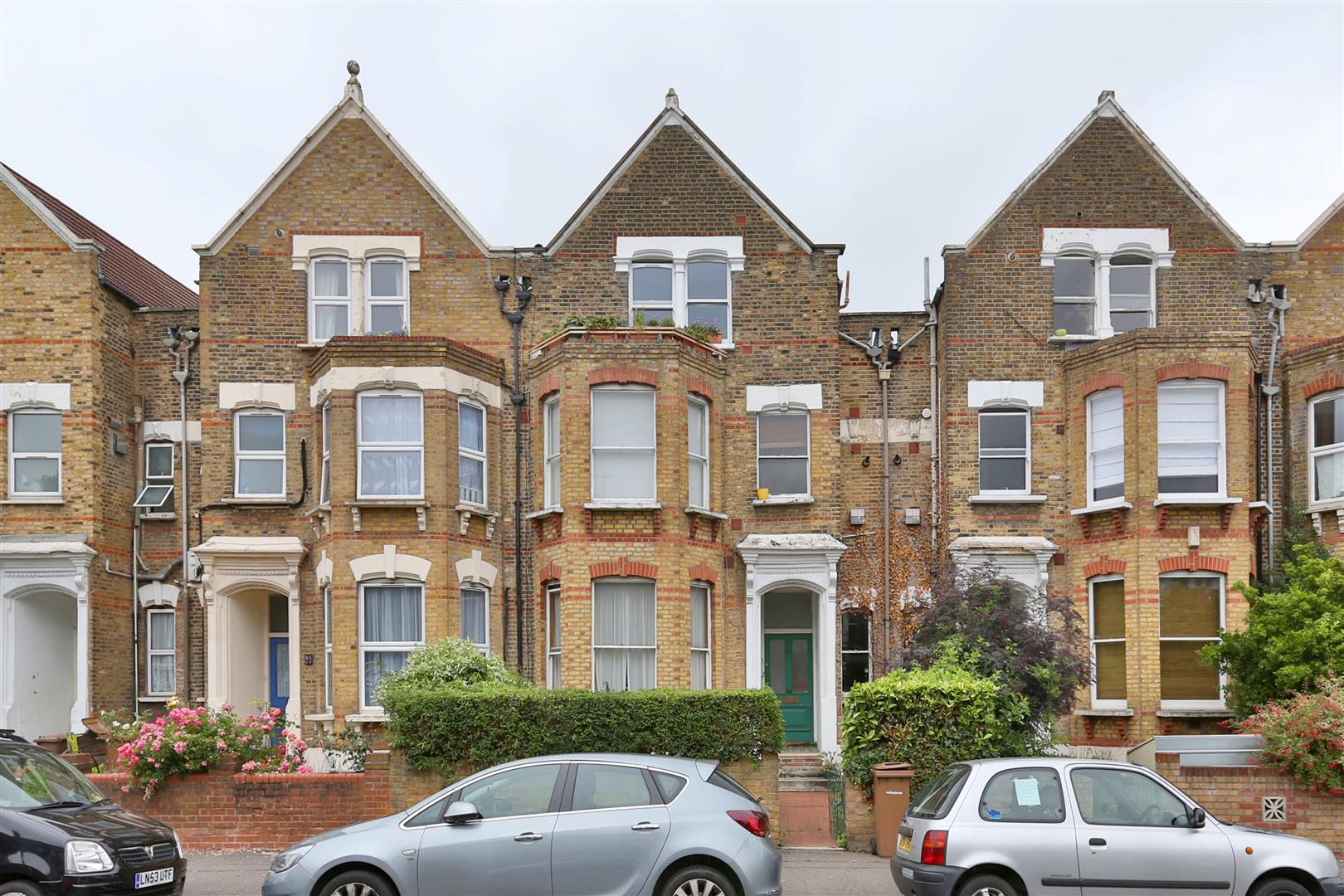 2 Bedrooms Flat for sale in Bethune Road, London